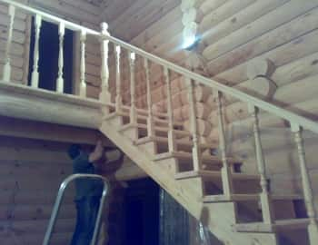 лестница из дерева на тетиве